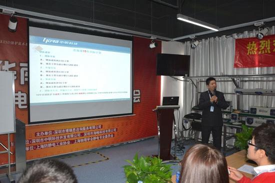 公司副总经理顾大元先生代表整个市场部总结2014年工作